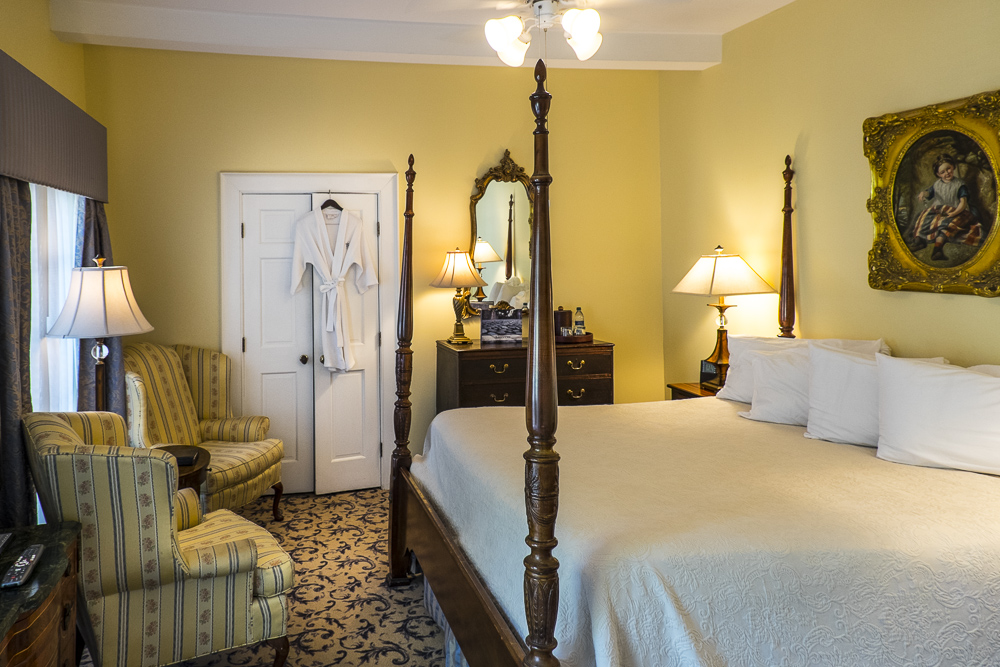luxurious hotel room Savannah