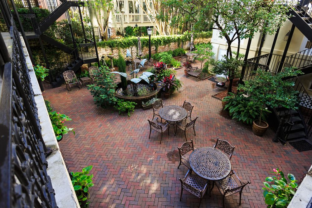 Savannah Hotel Courtyard